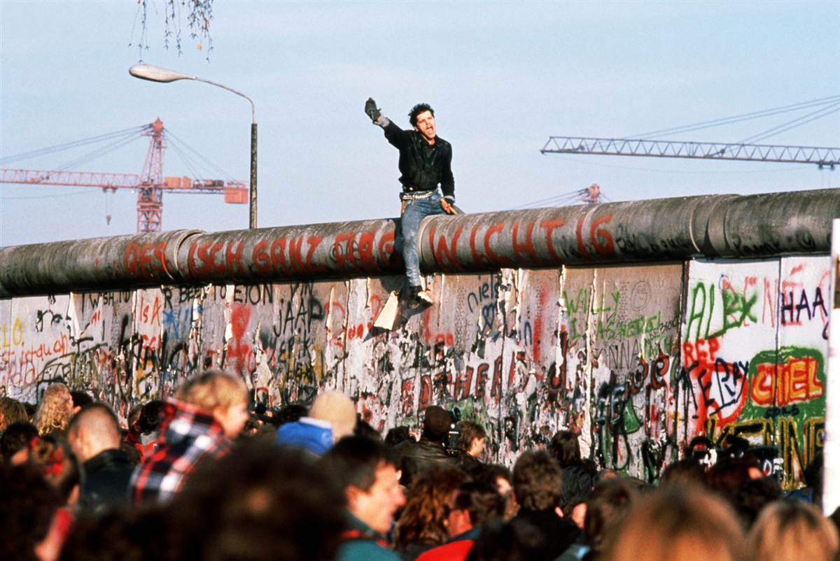 berlin wall essay papers Free berlin wall papers, essays, and research papers.